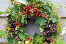 a summer to fall natural wreath of foliage, greenery, twigs, fresh berries and apples is super cool and so yummy