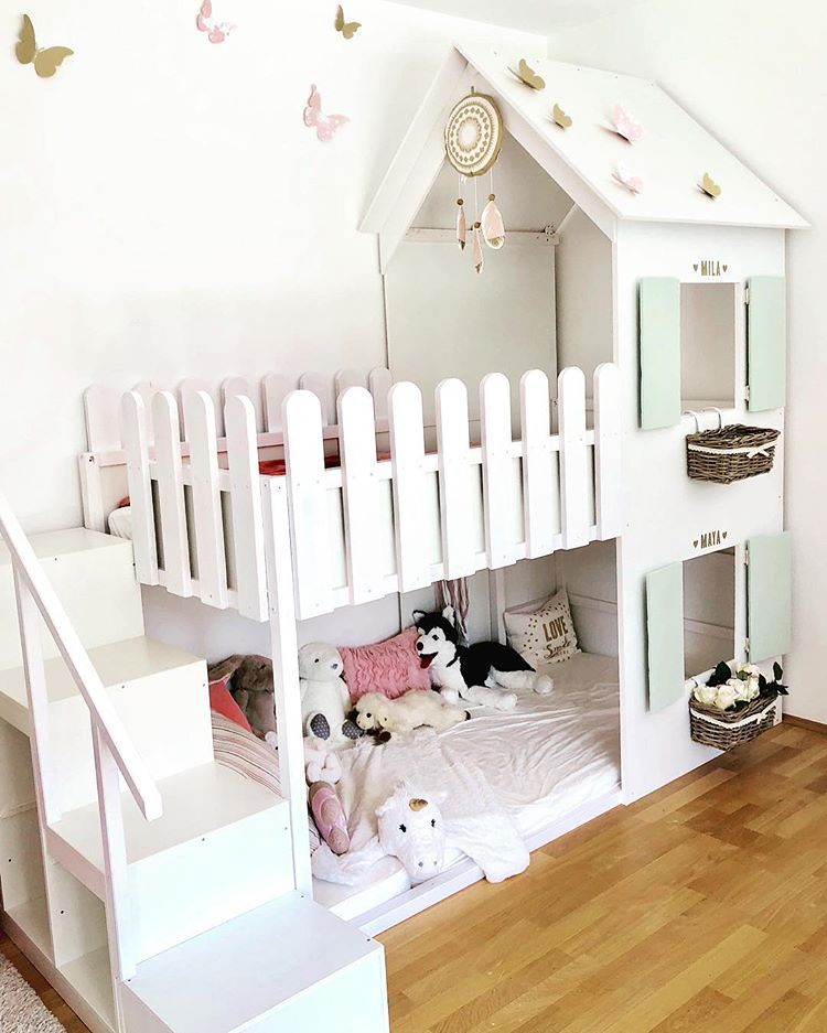 Turn your favorite bunk bed into a cute little house where your little princess would love to play. (2themarsandback)