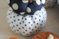 faux pumpkins of fabric – usual orange and poka dot are a fun and cute idea for a long-lasting decoration