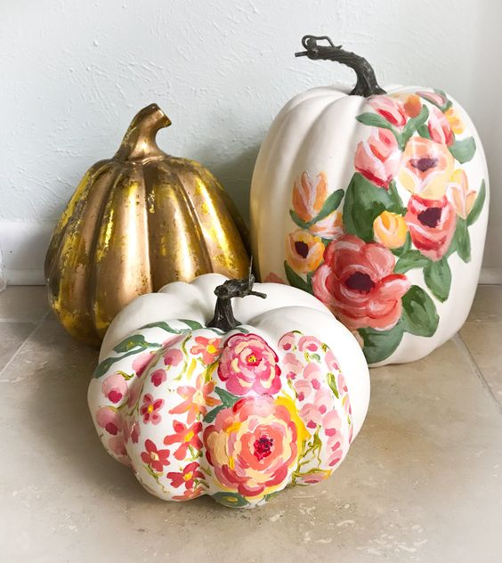faux pumpkins painted with florals and gold are amazing for a girlish space or to decorate a vintage room
