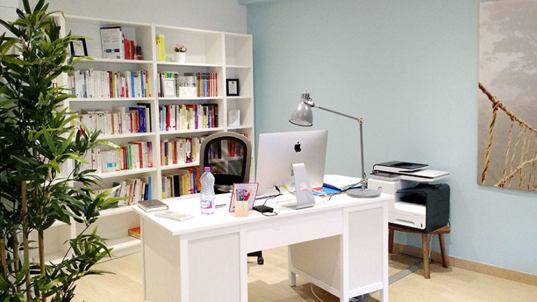 BILLY is a practical storage solution for a home office too. (Benedicte Bergot)