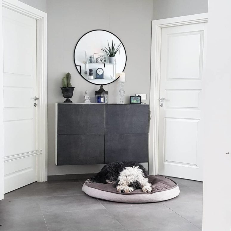 Concrete doors make this entryway unit looks ultra-modern. (alltsemgerirhusadheimili_ester)