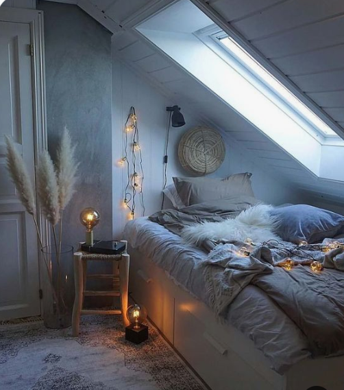 faux fur, pampas grass and lights here and there make the bedroom very welcoming and very cozy