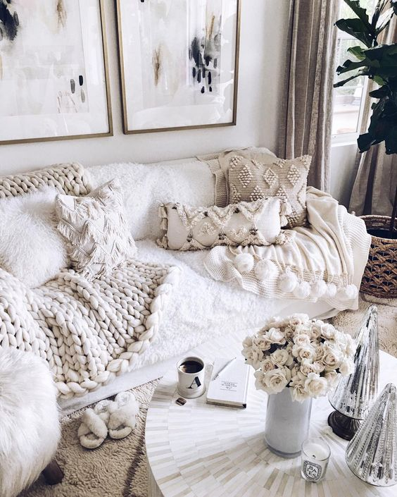 lots of fringe and beaded pillows and a chunky knit blanket make the living room amazingly cozy and wlecoming