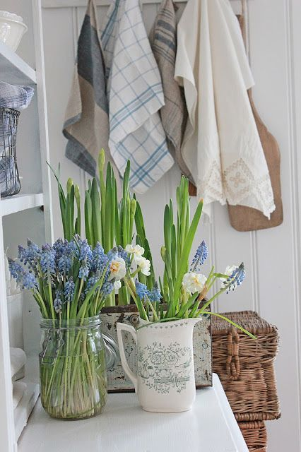 simple spring decor - a jar, a jug and a box with bulbs is all you need not only for a Scandinavian space