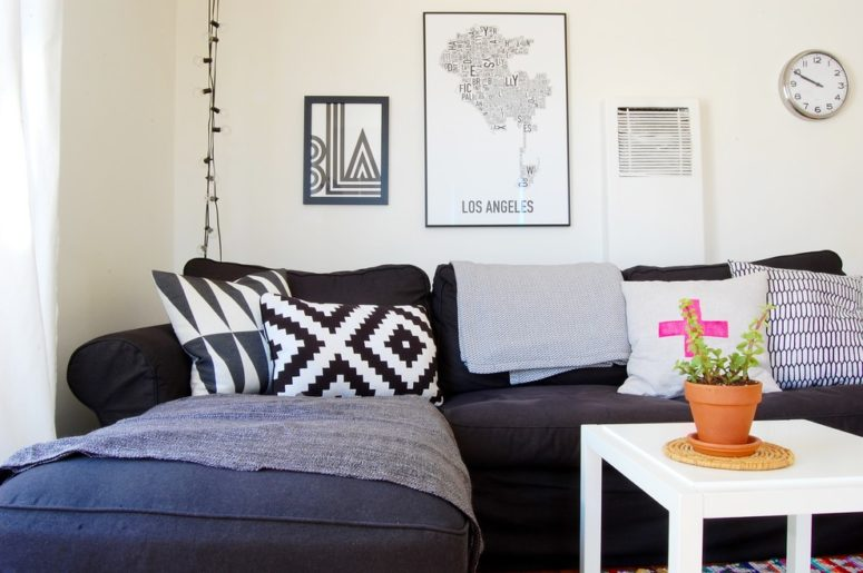 black and white i a perfect color scheme for a modern living room (Corynne Pless)