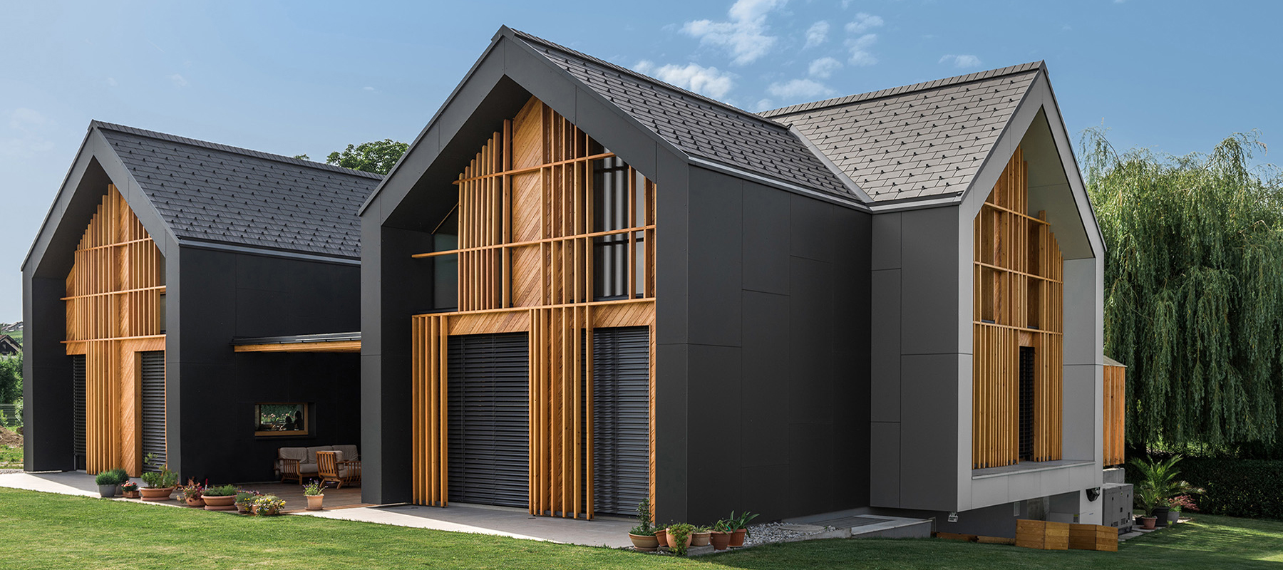 All black house design of three gabled volumes digsdigs for Villa architecture design plans