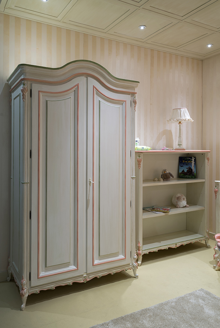 Luigina wardrobe with a pink trim and a storage shelf with floral edges