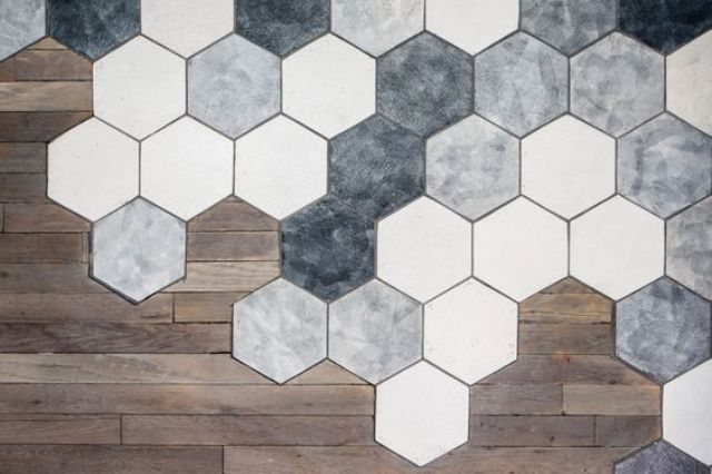 4 ways and 26 examples to ease the floor transition digsdigs for Carrelage hexagonal parquet