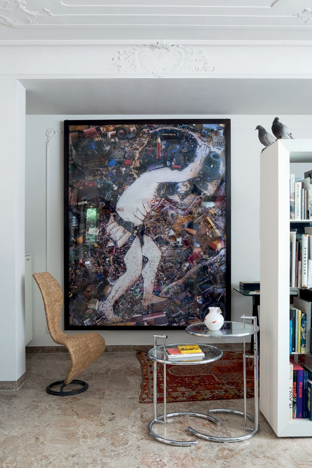 The artwork by Vik Muniz is accompanied by S-Chair (1991), Tom Dixon design for Cappellini