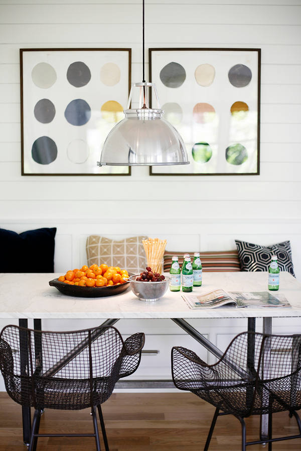 Bold breakfast nook