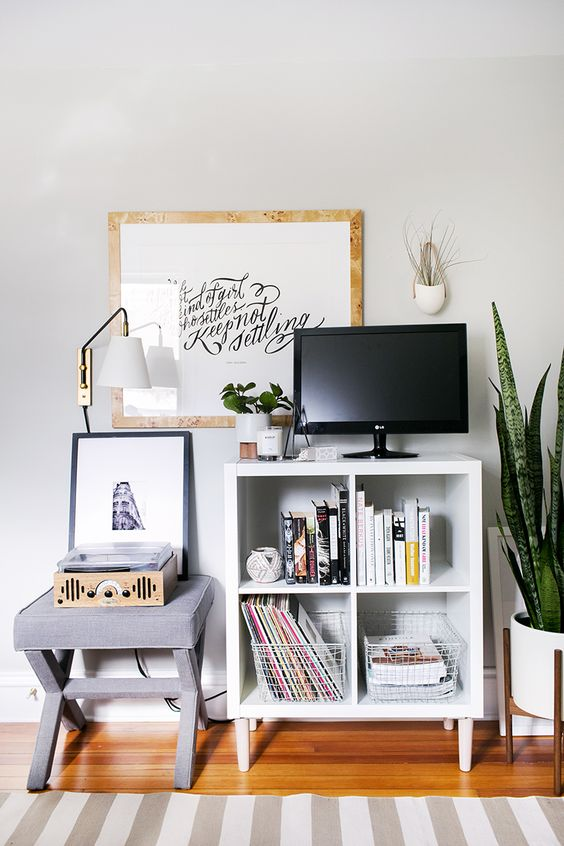 Expedit media TV console stand