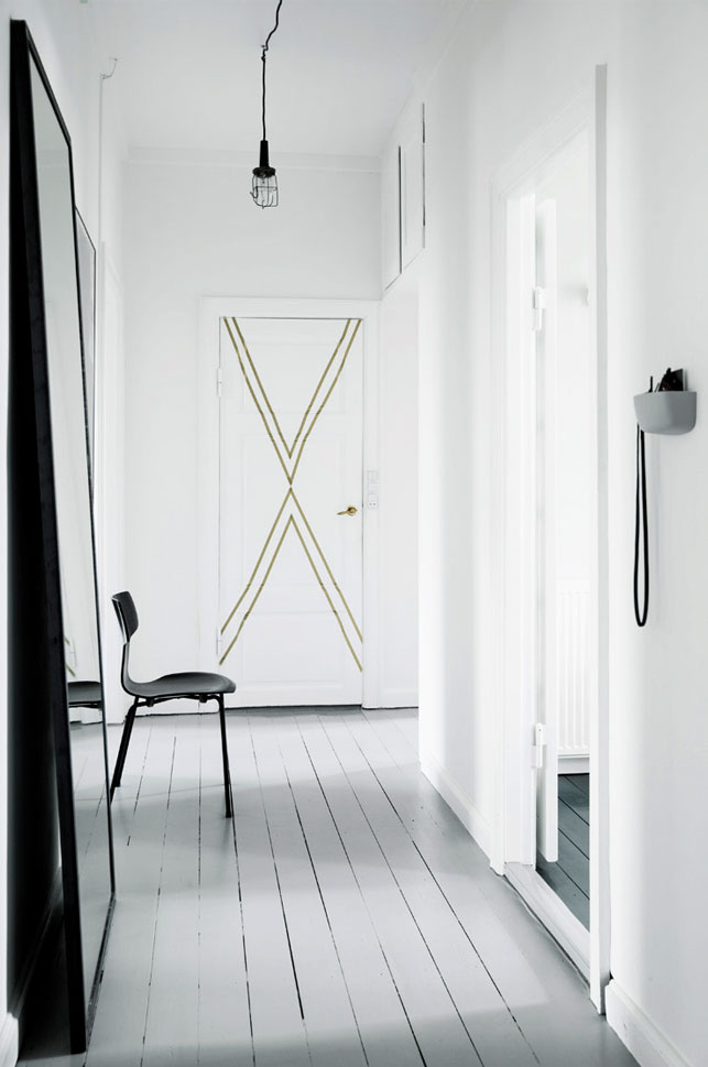 Simple whitewashed planks cover the entryway floors