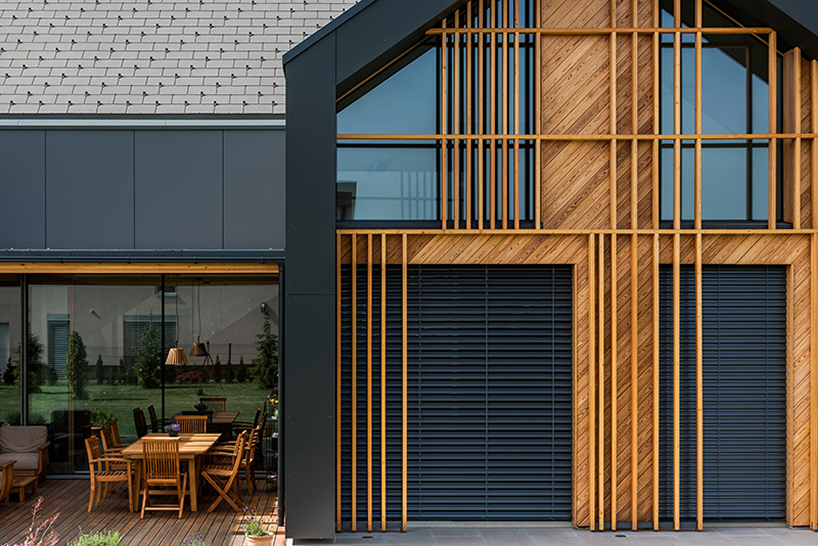 A set of wood cladding adds a geometrical composition to the facade and gives some privacy at the same time