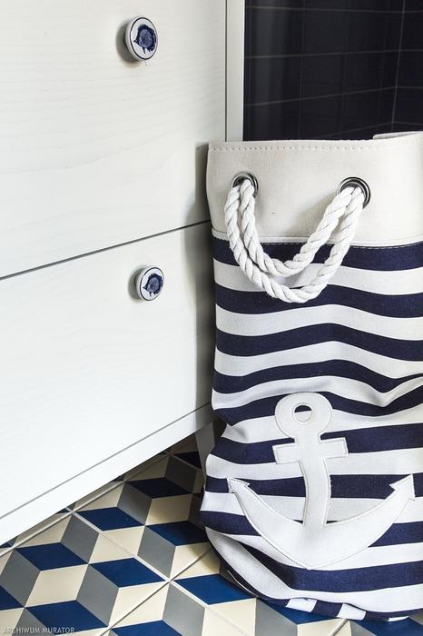 Every detail here reminds of the sea, even the furniture knobs are fish printed