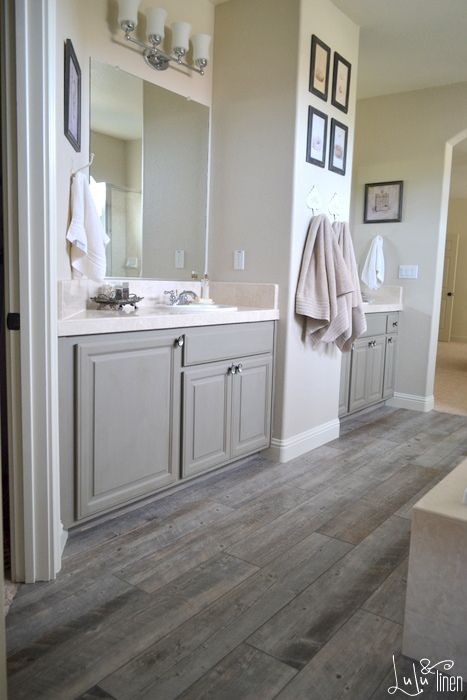 32 grey floor design ideas that fit any room digsdigs for Bathroom ideas with wood floors