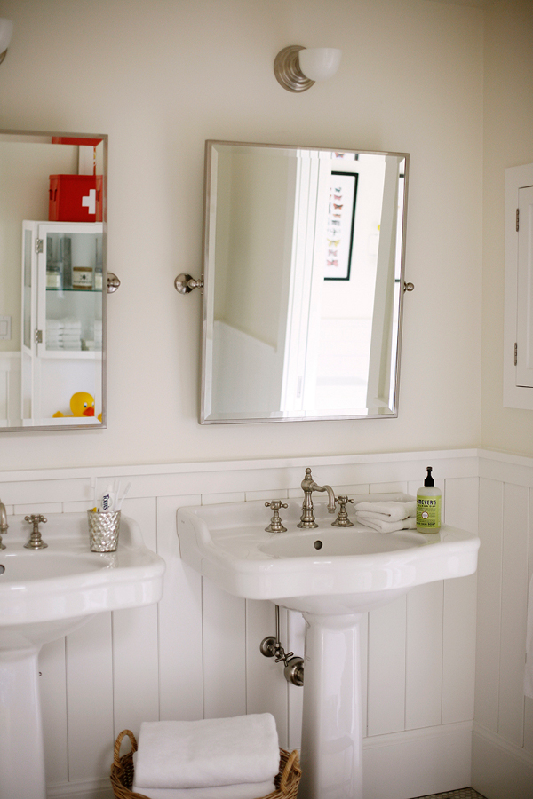 Pedestal sinks and medicine cabinets make the bathroom comfy