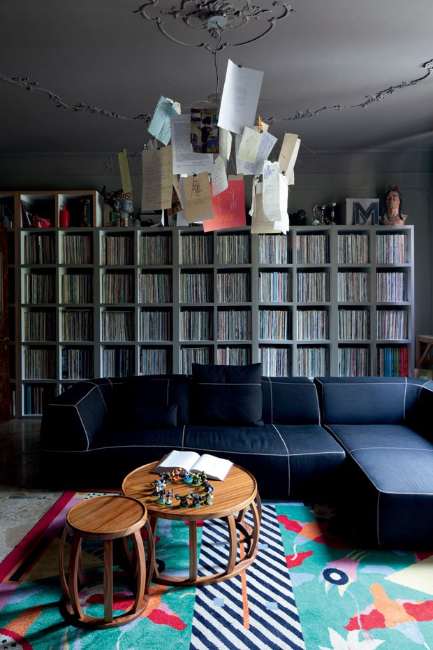The Bend-Sofa by Patricia Urquiola matches coffee and side tables Lotus and Zettel'z 6 lamp by Ingo Maurer, transformed into family scrapbook, there are 10,000 vinyls on the shelf