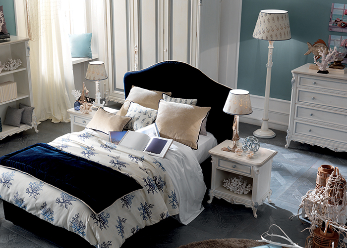 The bedding with sea prints like corals complete the bed