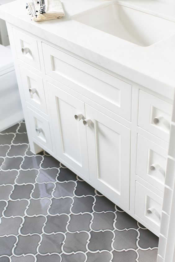 32 grey floor design ideas that fit any room digsdigs for Small bathroom flooring ideas
