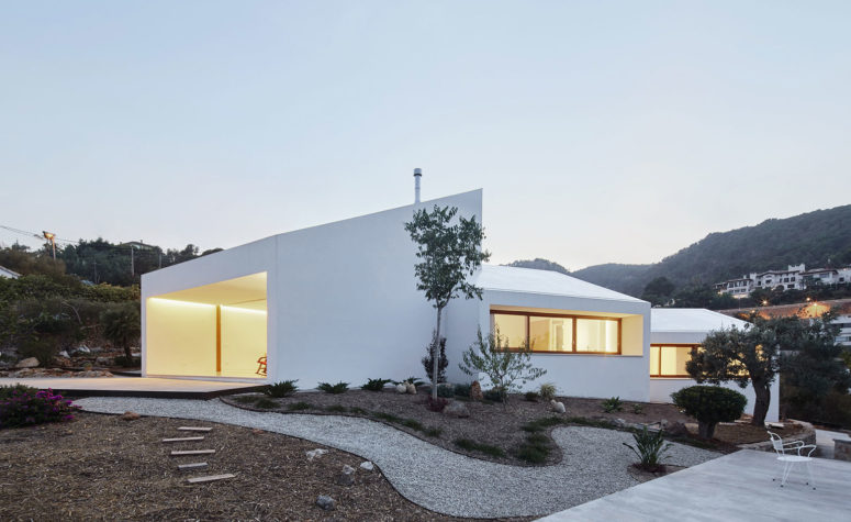 Minimalist MM House Constructed Of White Boxes