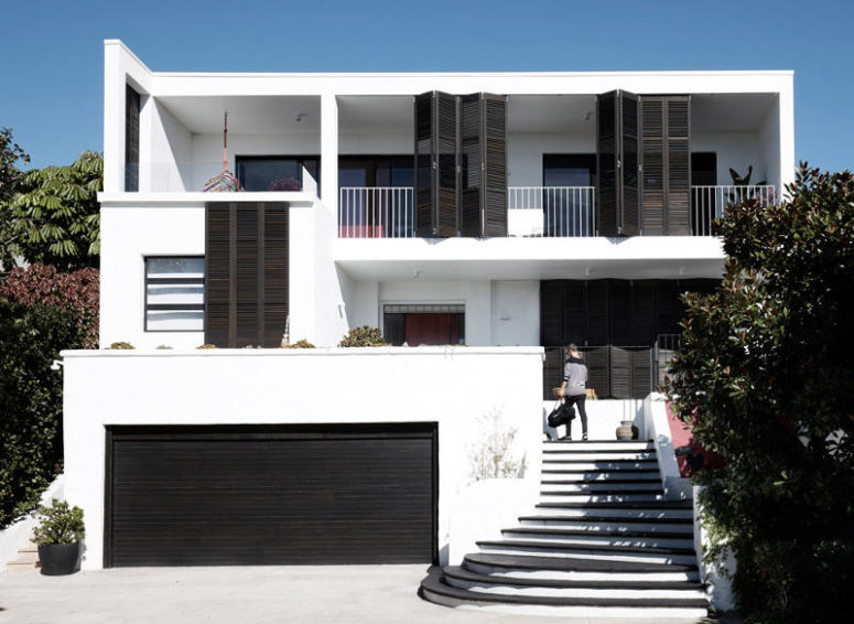 Black and white house with two amazing terraces digsdigs Black and white homes