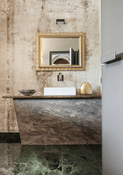 Rustic and industrial italian home with touches of rough for Vintage bathroom wallpaper