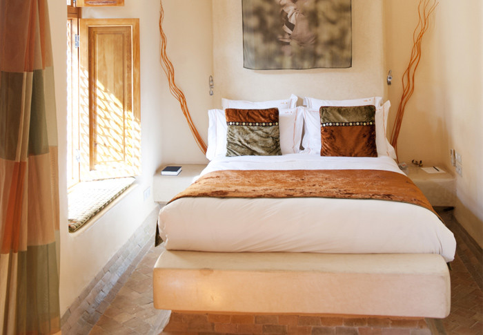 Ordinaire This Africa Inspired Bedroom Has Light Walls And Various Shades Of Ocher  Used For Decor