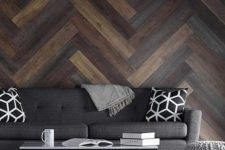 02 chevron pallets of different shades create a bold statement in this living room