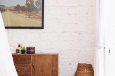 11 Warm woods and woven items add to the coziness of the room
