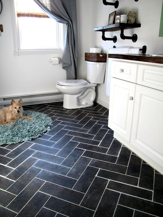 dark herringbone floors using vinyl tiles that imitate porcelain ones
