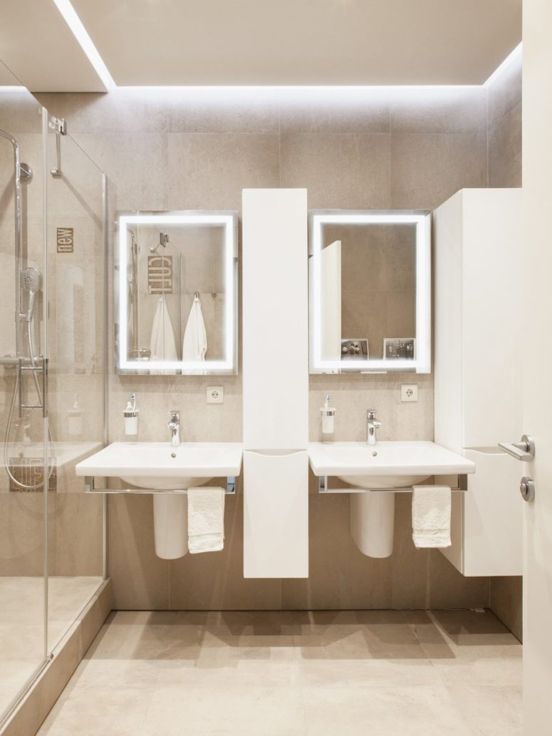 This is the master bathroom decorated in the same quiet colors
