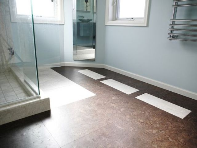 Dark Cork Floors For A Contrast With A Light Bathroom