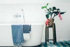 17 blue tiles to keep the room looking lively without having to over-decorate