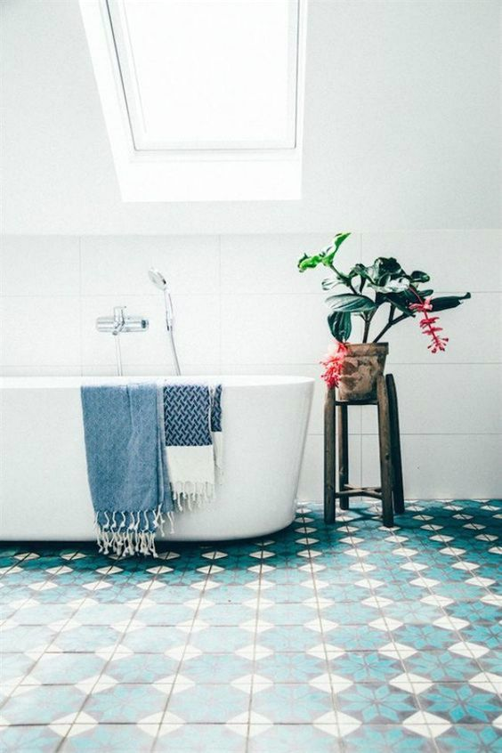 blue tiles to keep the room looking lively without having to over-decorate