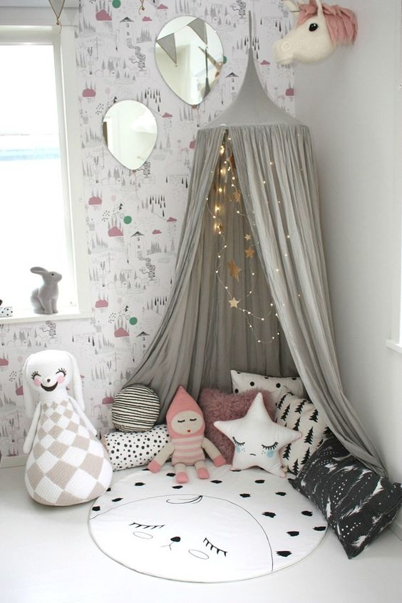 29 little play nook with a teepee and favorite toys