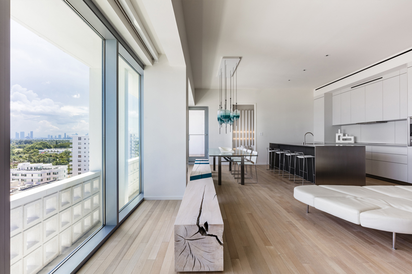 Thi apartment is minimalist and decorated with a subtle sea color palette
