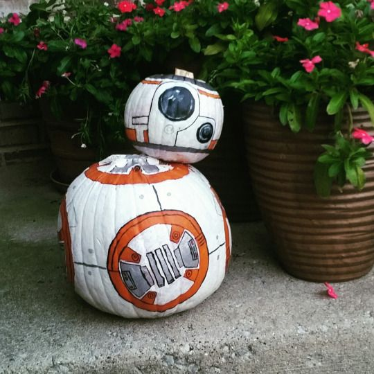 BB-8 made of two painted pumpkins for stunning geek Halloween decor