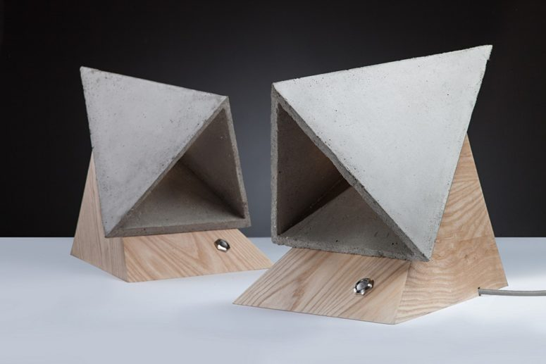 The piece is made of wood and concrete, these are contrasting and durable materials