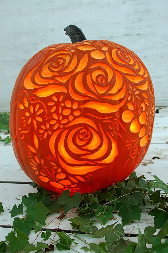 bouquet of flowers carved on a pumpkin is a cool romantic piece