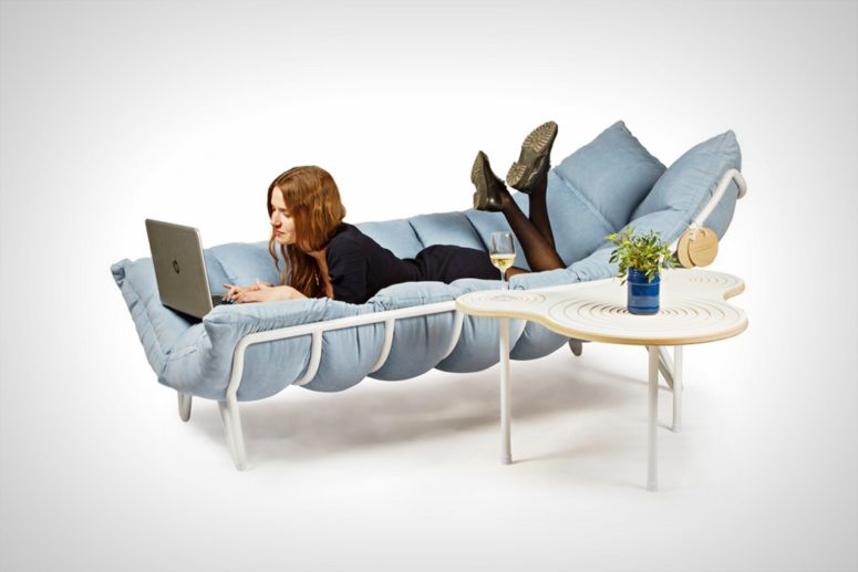 The piece is ideal for relaxing, lying on it, reading and surfing in the internet