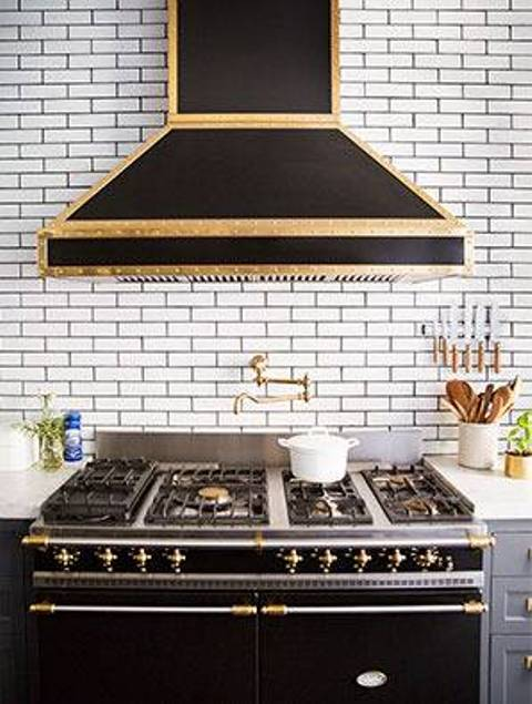 The hood and cooker are art deco, in black and gold. Masterpieces are created here