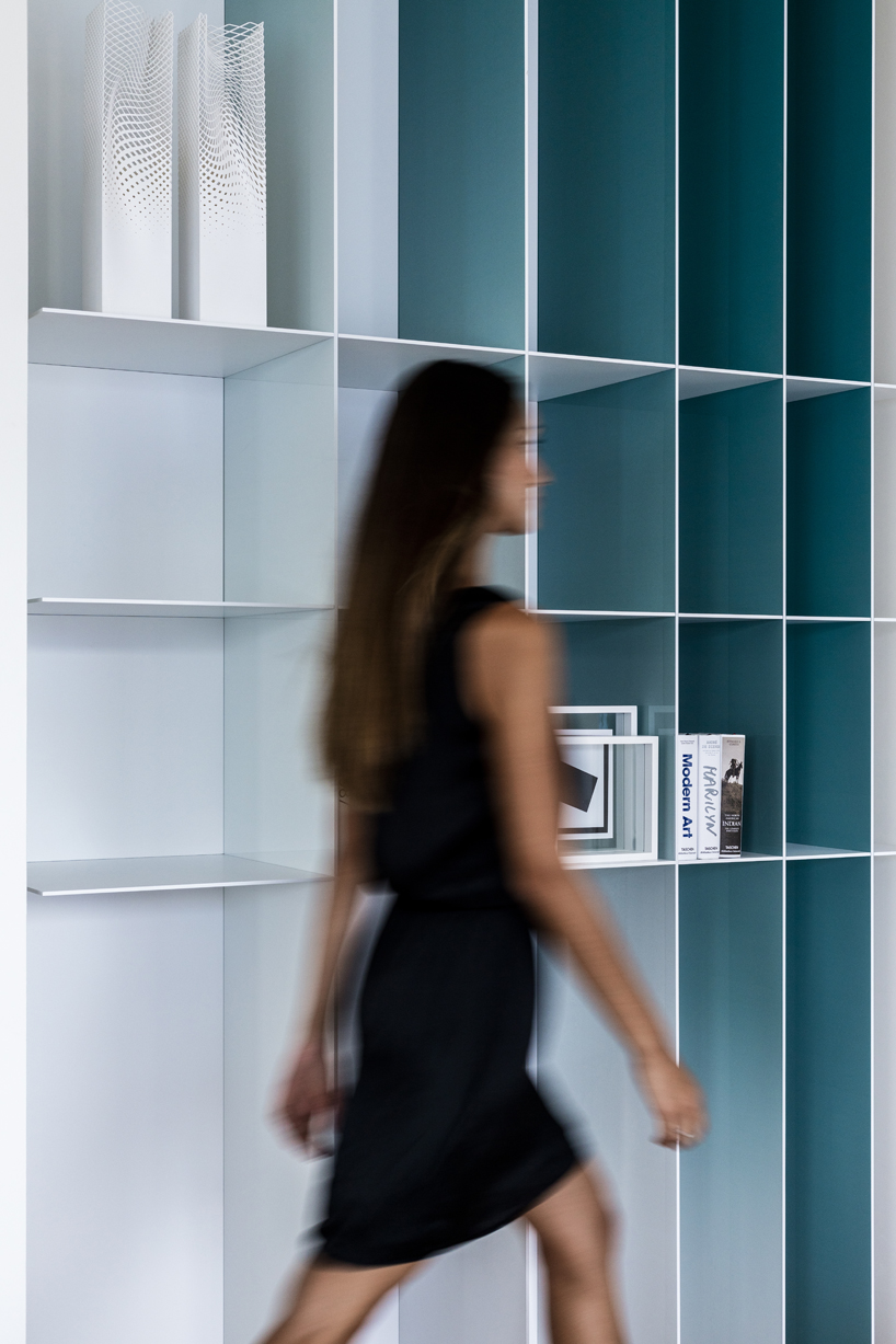 Cool gradient bookshelf in the shades of blue reminds of the sea