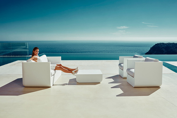 Look, how striking this furniture looks in front of seascape