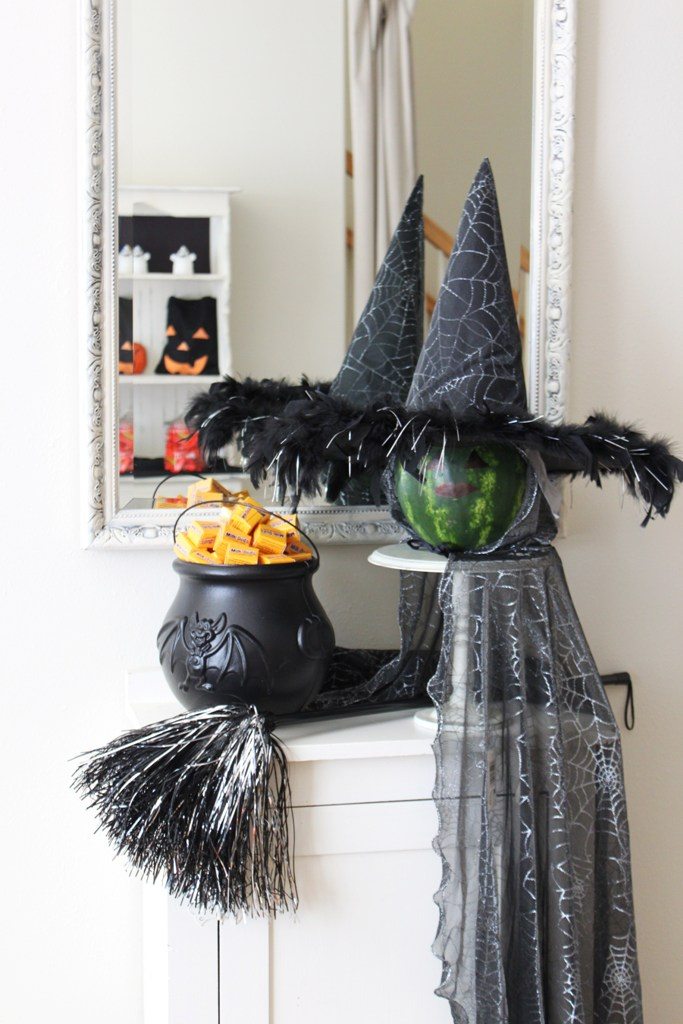 34 witch themed halloween decorations to create an. Black Bedroom Furniture Sets. Home Design Ideas
