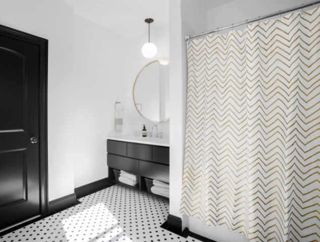 Another bathroom shows up two different prints for a chic look   polka dot and chevron