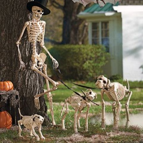 cool skeleton scene placed in your garden or yard is an elegant idea for halloween - Halloween Yard Decoration Ideas