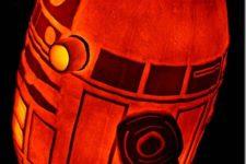 08 R2D2 lit pumpkin