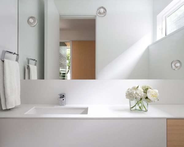 The bathroom is a white one, it's modern, simple and chic