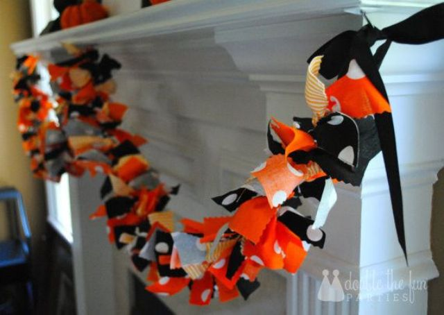 easy fabric tie garland in Halloween colors